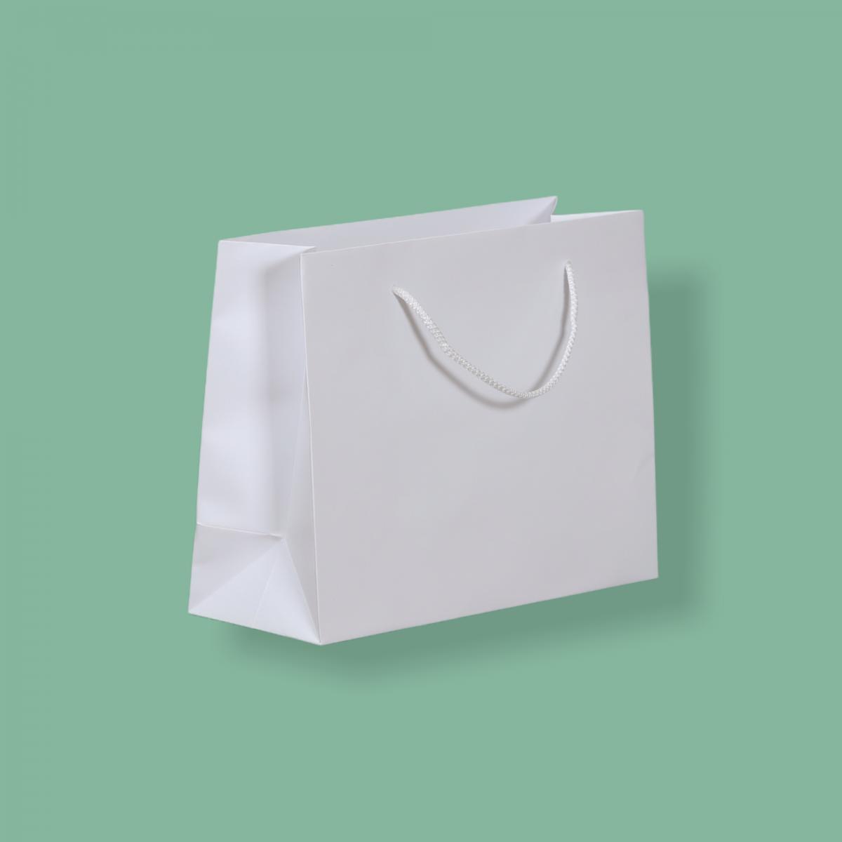 Zsinórfüles fehér simított kraft  30,5 x 24 + 11,5 cm